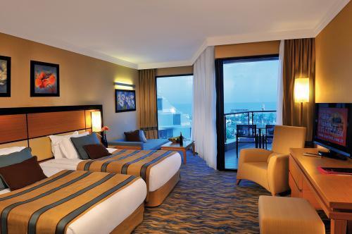 deluxe room. Что это значит, twin, dbl, sea view, with balcony перевод, номер в Таиланде, Турции, ОАЭ, Вьетнам, Гоа, Египте, Китае и других странах