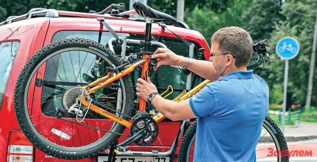 Велокрепление на крышу автомобиля, фаркоп, заднюю дверь, багажник. Плюсы и минусы, марки, какое купить, цены и отзывы
