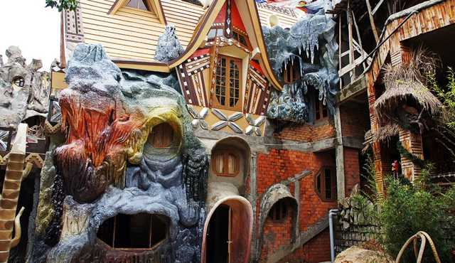 Необычные дома мира. Фото внутри и снаружи, загадки и легенды